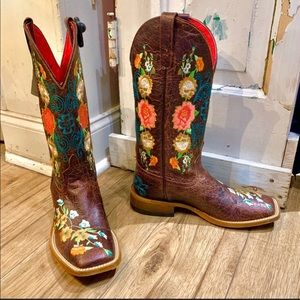 [NWT] MACIE BEAN Floral Embroidered Boot